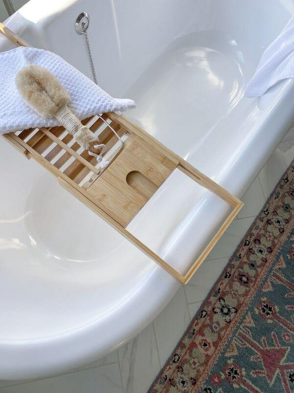 Freestanding bathtub with spa caddy